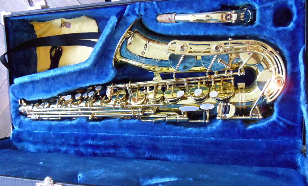 Yamaha YAS-61 Alto Saxophone (Purple logo)