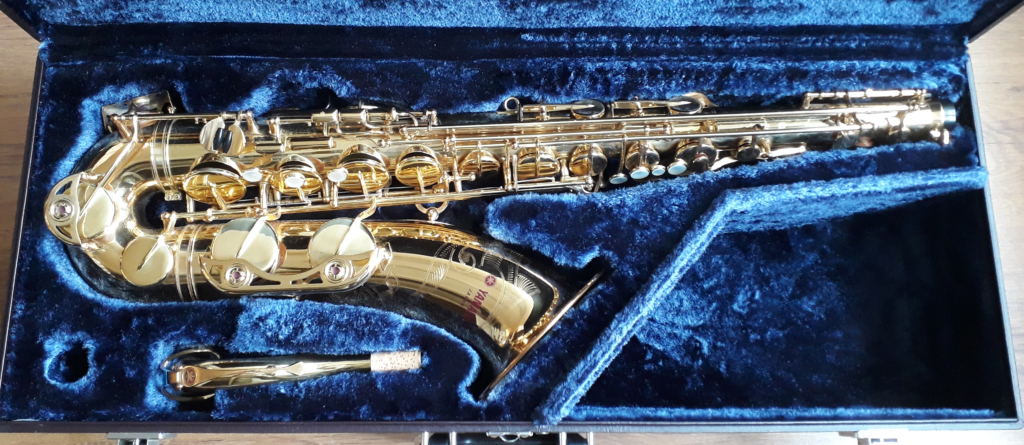 Yamaha YTS-62 Tenor Saxophone (Purple Logo) - (2)